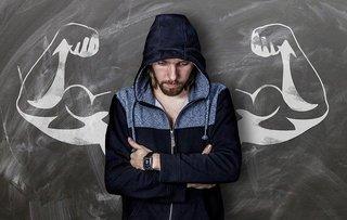 Biceps trainen vanuit thuis? Hier vind je 4 effectieve oefeningen met tips!