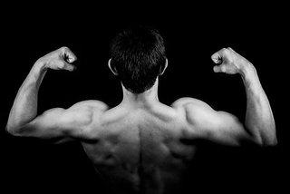 Rug spieren trainen voor thuis: Mis deze 3 oefeningen absoluut niet!