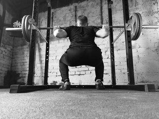 Benen trainen in de sportschool? Dat doe je met deze 12 oefeningen!